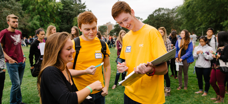 Two students talking to an orientation volunteer