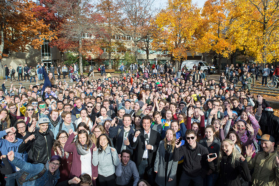 Crowd of UVic students with Mercer on campus