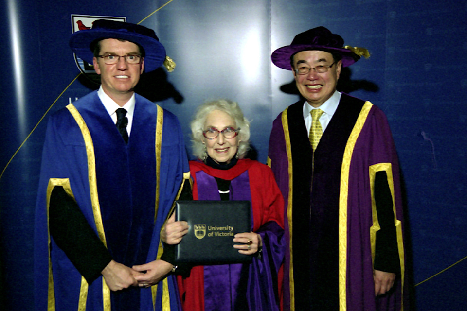 Edith Iglauer with UVic President David Turpin and UVic Chancellor Ronald Lou-Poy in convocation regalia in 2006