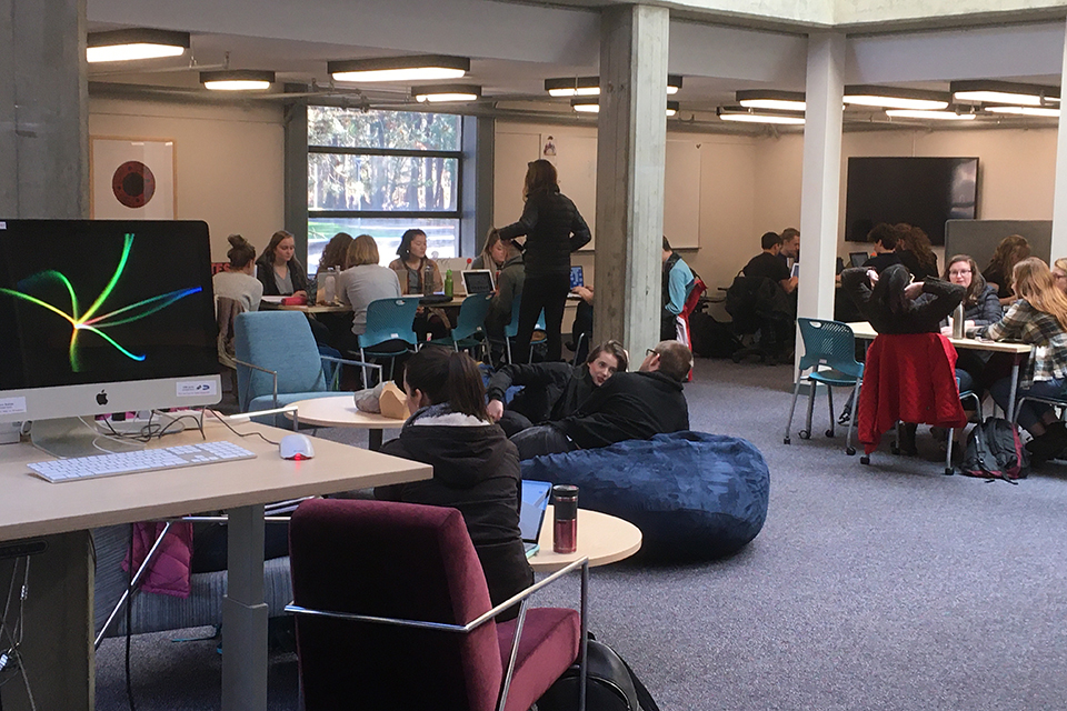 UVic students fill the MacLaurin Commons area
